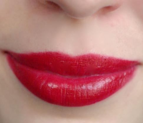 Oriflame Red Velvet shade